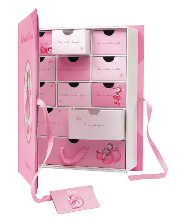 moulin roty coffret cadeau les tr sors de l 39 enfance lila. Black Bedroom Furniture Sets. Home Design Ideas