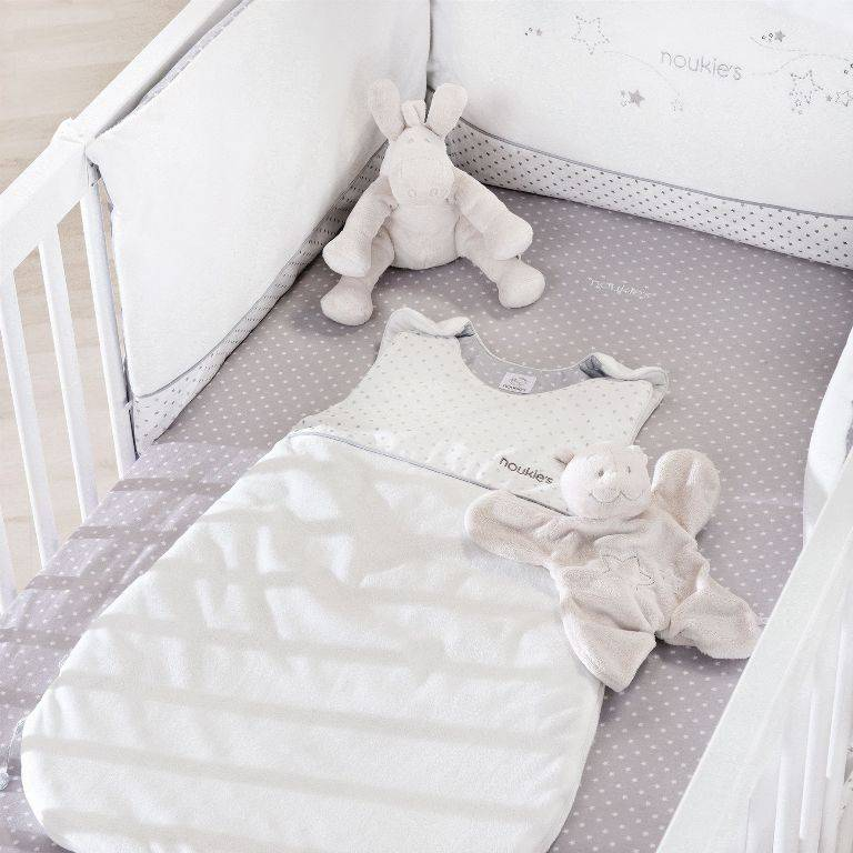 noukies gigoteuse blanche poudre d 39 etoiles tog2 9 70 cm. Black Bedroom Furniture Sets. Home Design Ideas