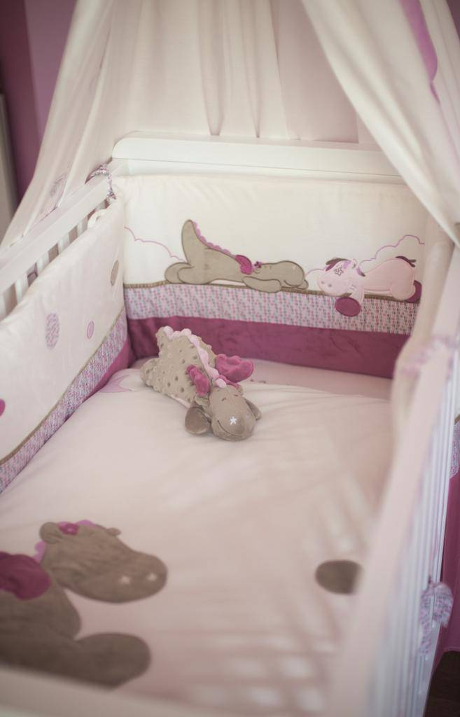 noukies peluche dragon victoria couch e. Black Bedroom Furniture Sets. Home Design Ideas