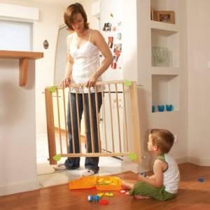 babymoov barri re de s curit lupmoov h tre laqu 80 126 cm. Black Bedroom Furniture Sets. Home Design Ideas