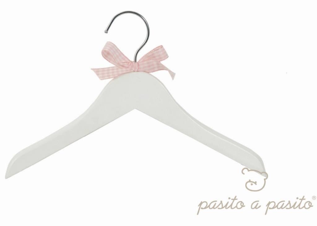 Pasito a pasito cintre en bois et noeud rose - Cintre vetement bebe ...