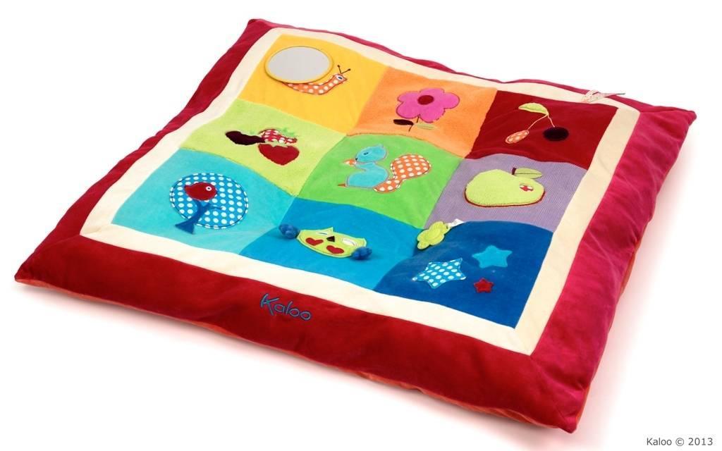kaloo coussin d 39 activit s colors doudouplanet. Black Bedroom Furniture Sets. Home Design Ideas