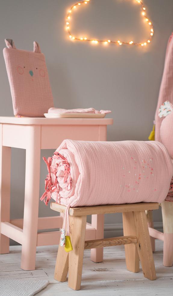 moulin roty tour de lit rose les jolis trop beaux 180x30 cm. Black Bedroom Furniture Sets. Home Design Ideas
