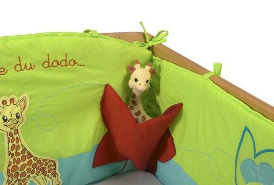vulli tour de lit sophie la girafe doudouplanet. Black Bedroom Furniture Sets. Home Design Ideas