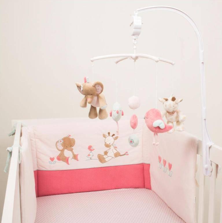 nattou mobile musical charlotte et rose. Black Bedroom Furniture Sets. Home Design Ideas